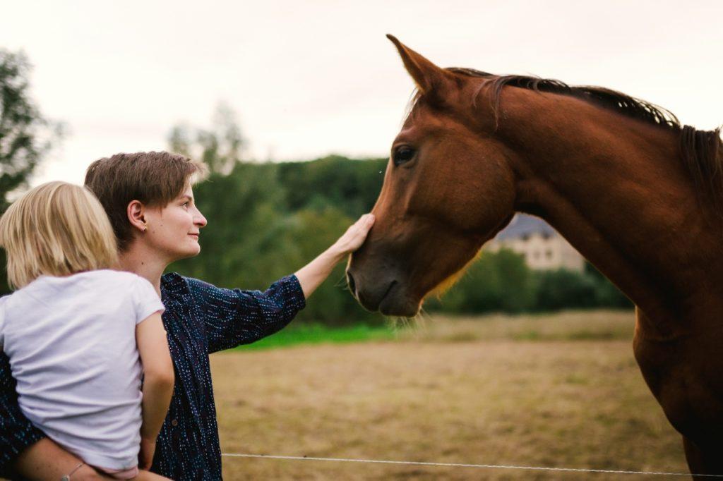 Susann Hannusch mit Tochter und Pferd, Vision FamilienGlück