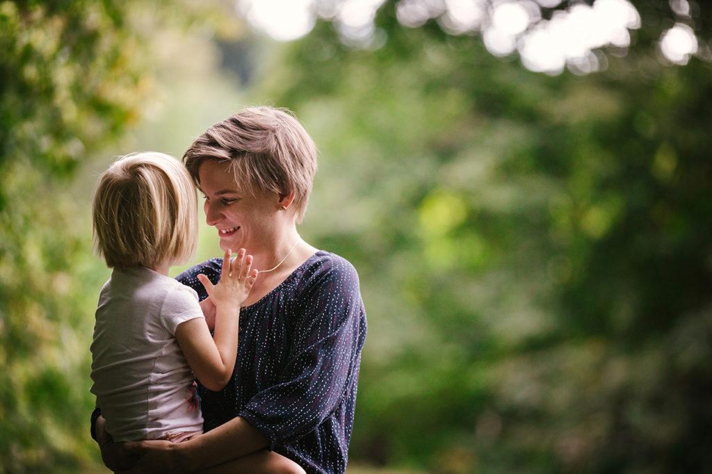 Susann Hannusch mit Tochter auf Arm, Vision FamilienGlück